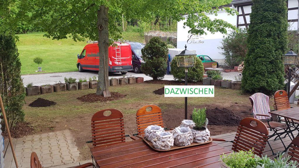 Arbeiten am Biergarten im Hotel zur Burg Posterstein