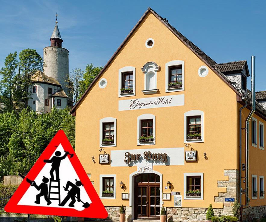 Achtung - Umbauarbeiten am Hotel zur Burg Posterstein - Hotel mit Baustellenschild